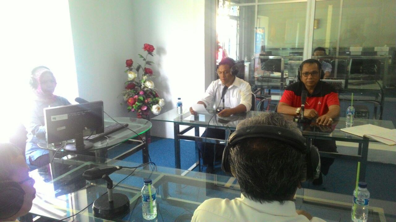 Kepala Badan Perpustakaan dan Kearsipan Provinsi Sumatera Barat yang didampingi oleh Dewan Pustaka Provinsi Sumatera Barat mengadakan Dialog Interaktif di RRI Padang