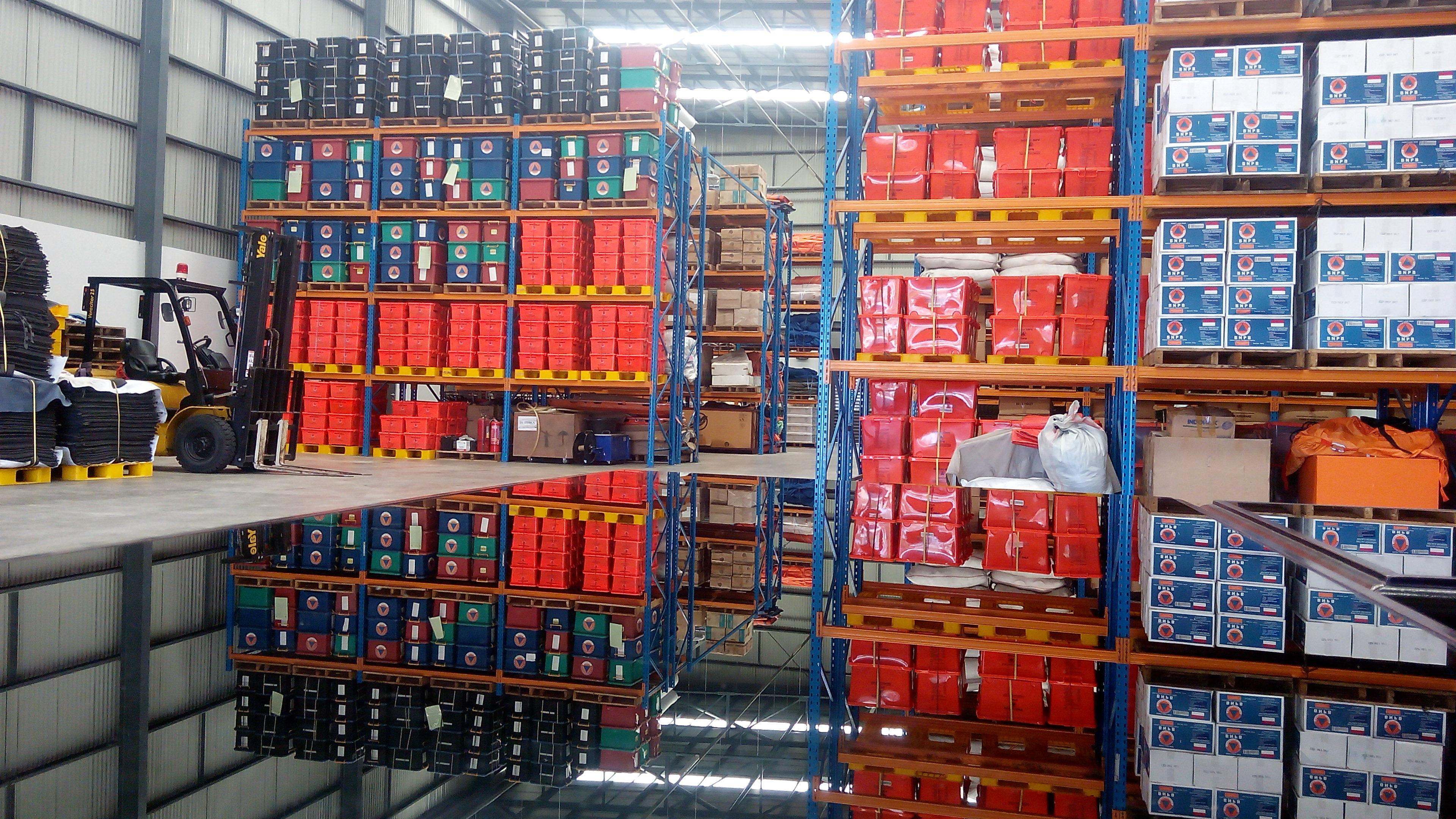 Stok Logistik Bantuan Bencana BPBD Sumbar Januari 2017