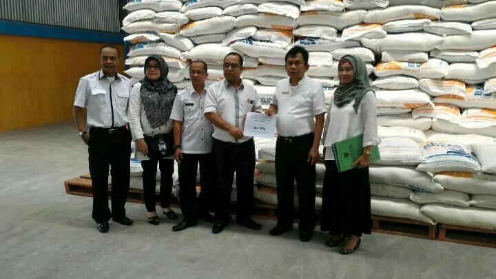 Dinas Pangan Sumbar Serahkan Bantuan untuk Korban Bencana Banjir Kab. Solok