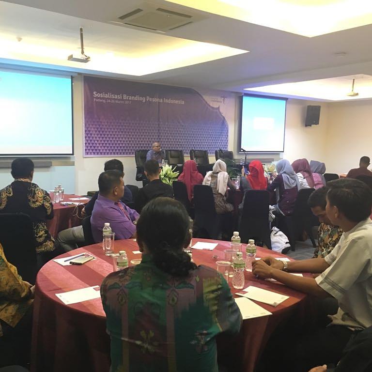 perserta sosialisasi Branding Pesona Indonesia Dihotel Grand Inna Muara Padang