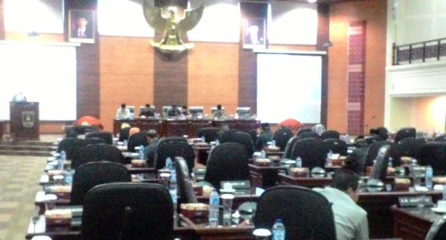 Ranperda Hak Keuangan dan Administrasi Pimpinan DPRD Masuk Pembahasan