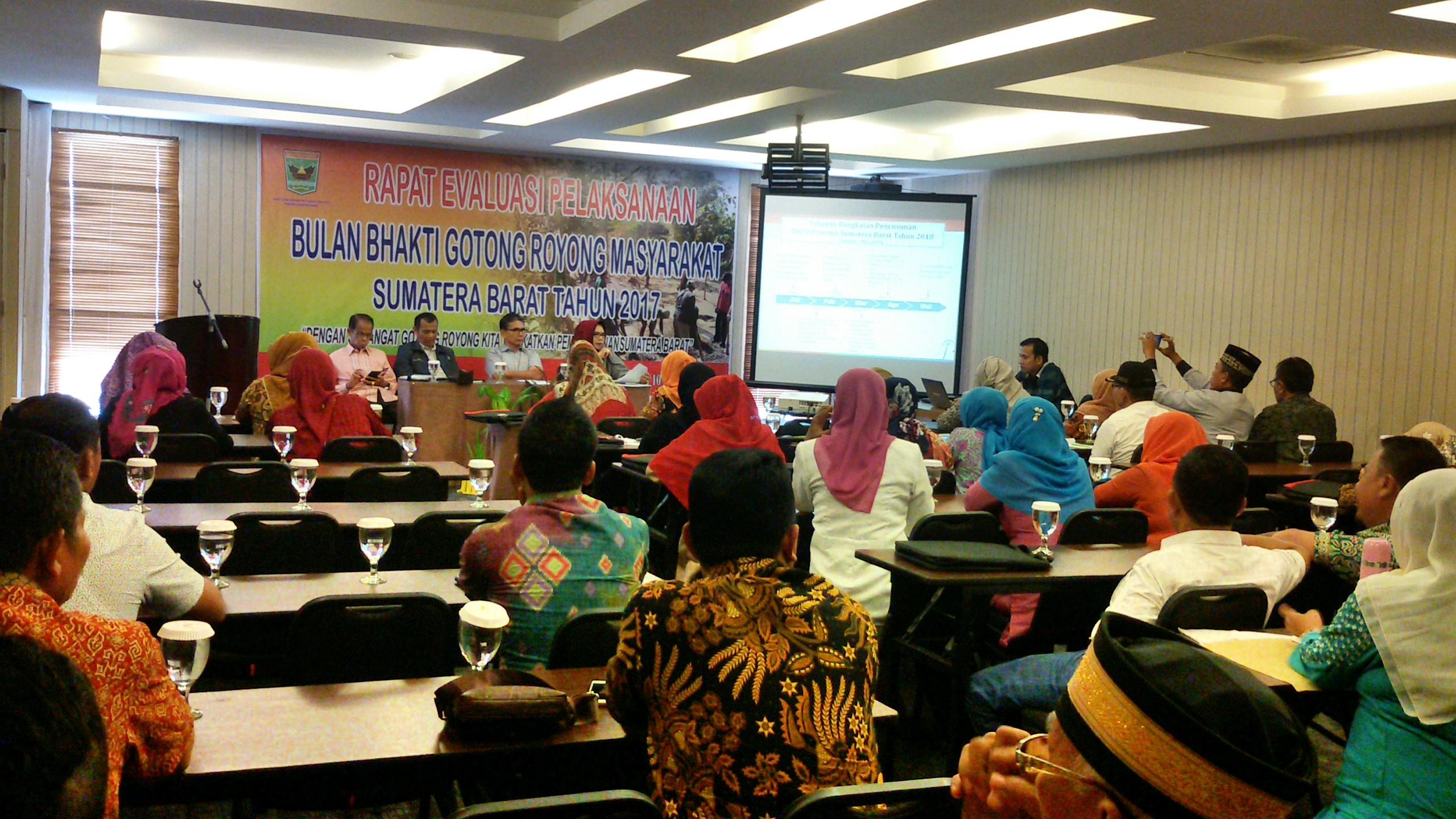 Rapat Evaluasi BBGRM se-Sumatera Barat