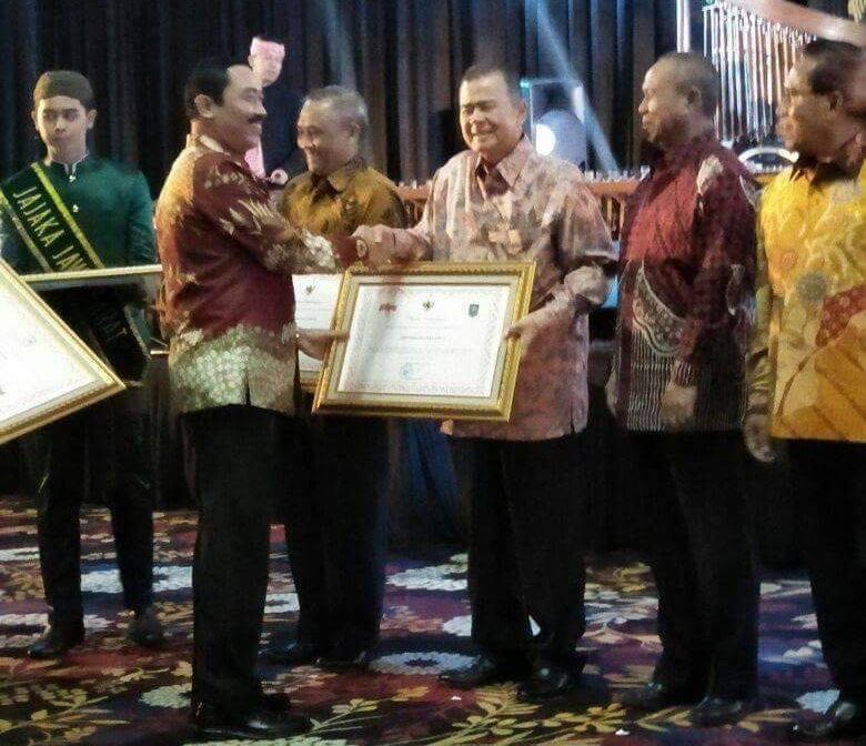 Wagub Nasrul Abit Terima Penghargaan TLHP 2017