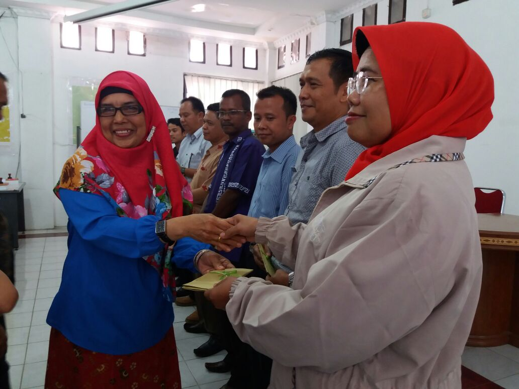 Penyerahan Bantuan Dana Stimulan  Sekolah Adiwiyata Mandiri dan  Sekolah Adiwiyata Provinsi Tahun 2017