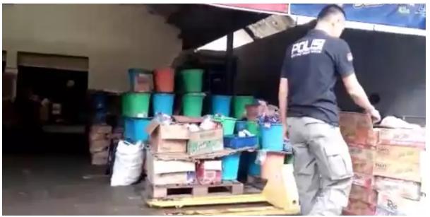 Polisi dan BPOM Sumbar Geledah Gudang Mie Kadaluarsa