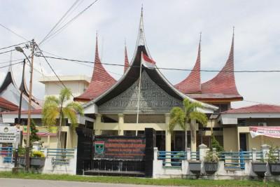 Penyerahan Hasil Pengawasan Kearsipan Eksternal (LAKE) oleh ANRI ke Lembaga Kearsipan Daerah Kabupaten/Kota se-Sumatera Barat