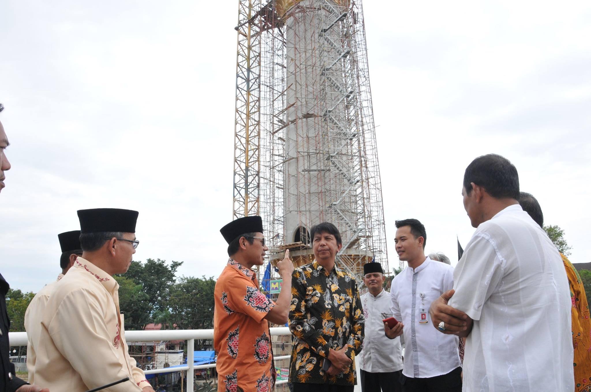 Gubernur Irwan Prayitno Tinjau Pembangunan Menara Masjid Raya