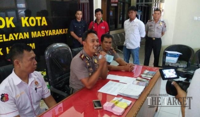Saber Pungli Kota Solok Kembali Menangkap Dua Petugas TPR