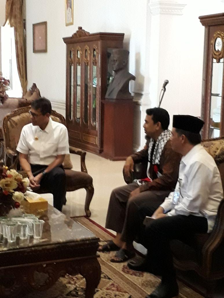 Safari Ramadhan ke Sumbar, Syaikh dan rombongan diterima Gubernur.