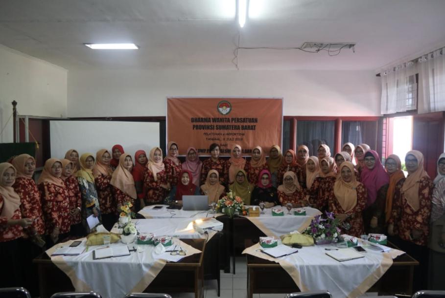 Dharma Wanita Persatuan Sumbar Gelar Pelatihan E-Reporting