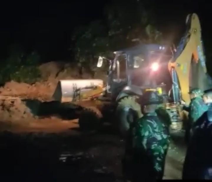 Longsor di jalan Lintas Sumbar Riau sabtu (23/11) malam