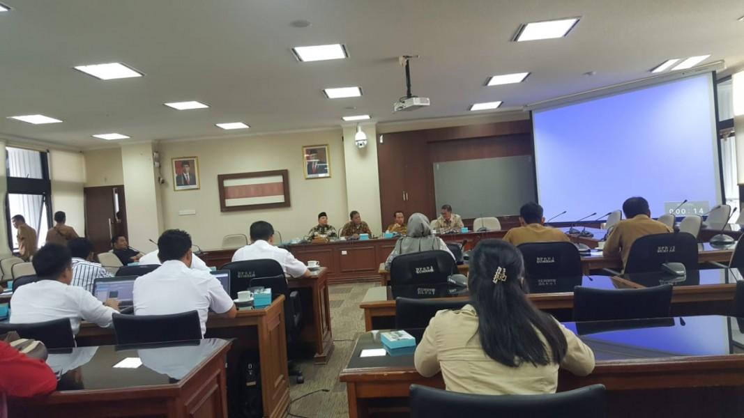 Komisi II DPRD Sumbar Seminarkan Ranperda PLP2B