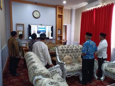 Uji Coba Vidio Conference di ruang kerja Bupati Dharmasraya
