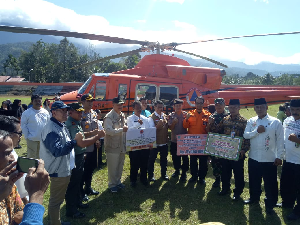 Bersama BNPB, Wakil Gubernur Sumbar Serahkan Bantuan Bagi Korban Bencana Pasaman