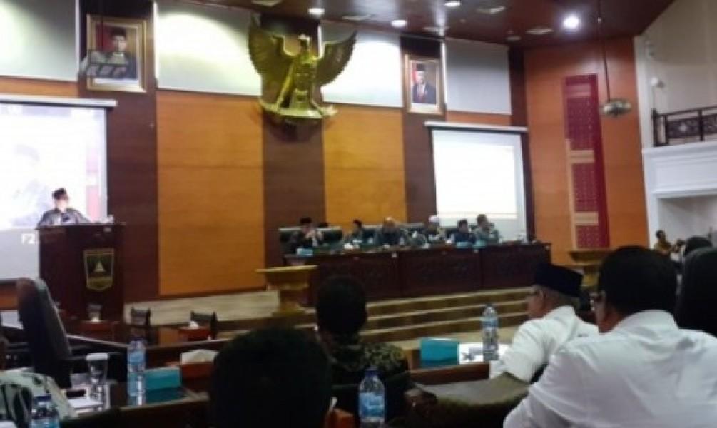 Gubernur Sumbar Ungkap Kondisi Riil BUMD di Rapat Paripurna DPRD