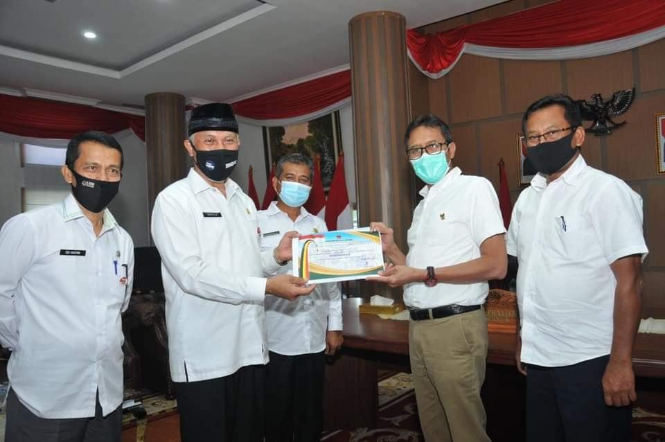 Gubernur Sumatera Barat @irwanprayitno Menerima Penghargaan dari Pemerintah Kota Padang