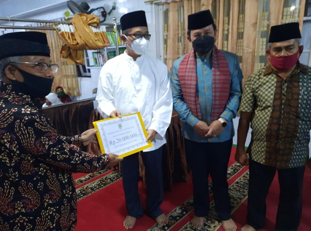 Tim Safari Ramadan VIII Sumbar ke Padang Panjang, Danlantamal Himbau Jemaah Jangan Anggap Sepele Covid-19