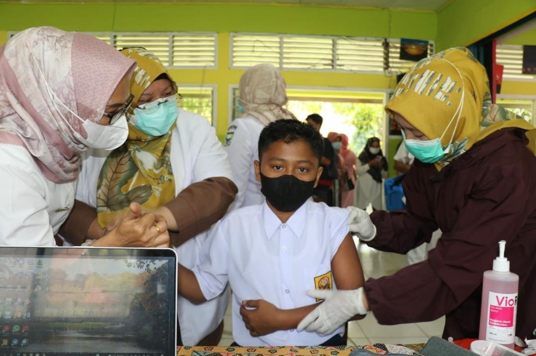 Siswa SMP dan SMA Batang Anai Padang Pariaman Divaksin Covid-19, Beragam Reaksinya