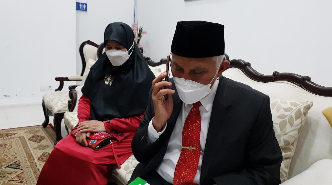Mahyeldi and Wife Pray for Nasrul Abit's Healing, Ask M Djamil Hospital to Provide the Best Service