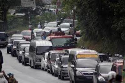 Tips Aman Berkendara Dengan Mobil di Saat Macet